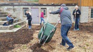 Group spreading mulch web